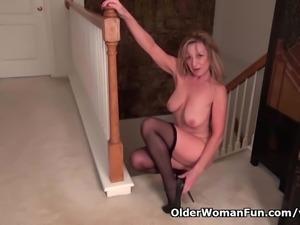 American milf Sally Steel lets you enjoy her lady bits