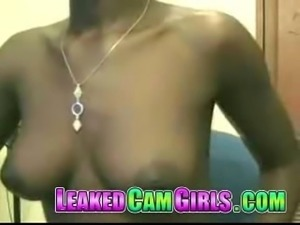 Black Teen Masturbates in leakedcamgirls.com