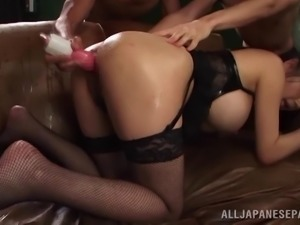 Squirting liquid out of her asshole after a dude fills it with it