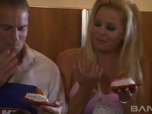 Super hot blond mommy Jacey Andrews gives stout DT to horny man after great...