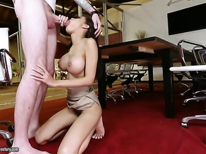 Experienced senora tramp is in heaven sucking dudes meaty tool
