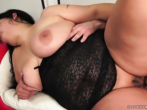With giant boobs gets her mouth stretched by thick sturdy rod of hot fellow