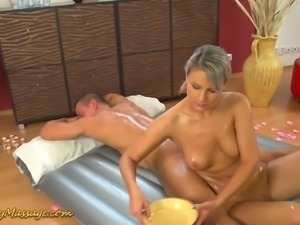 Naked masseuse Holly knows how to give a nice erotic massage