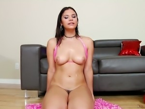 Sexy girl Violet Starr showing saggy titties in hot solo video