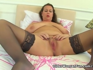 British milf Eva Jayne needs that stuffed feeling