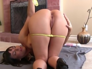 Lady in high heels spreads her legs for an awesome masturbation game