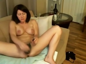 Luxurious webcam sexpot with short dark hair masturbated with her vibe