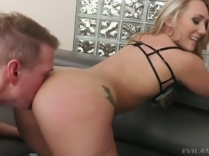Perfect ass honey AJ Applegate loves having her ass worshiped before sex