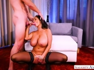 Fuck hungry cougar Ava Addams finds herself a young man