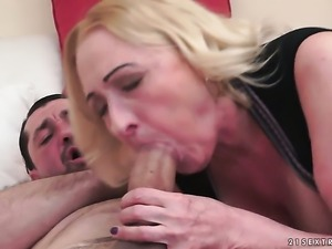 Mature with massive knockers cant live a