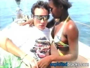 African Babe Gets Banged By White Rod On Beach