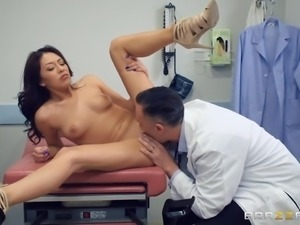 horny gynecologist nails sexy chick in the hospital