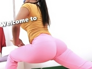 Deep Cameltoe Teen In Tight Yoga Pants. Perfect Ass Stretchi