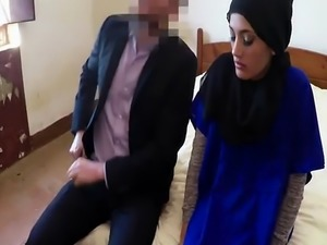 Arabian beauty fucking and sucking for a place to sleep