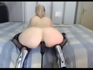Wet girl from amateurfuckdate.com chilling on sex meetup