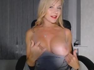 Big Tits Cam Model Show