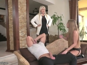 Sofi Goldfinger is all about getting her fanny stretched out on camera