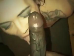 Tatoo chick giving head