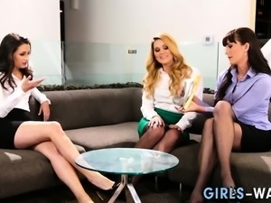 Lesbian squirts from oral