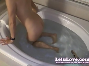 Lelu Love-Rubbing And Fingering My Pussy In Bath