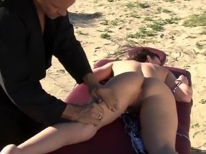 Jennifer White's amazing body ravished in a beach shag