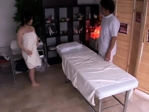 Pregnant asian getting her hairy box fingered
