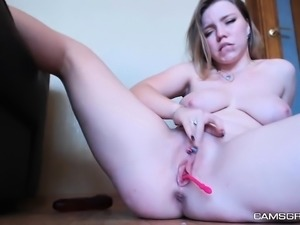 Gorgeus Shaved Teen Is Squirting Massively