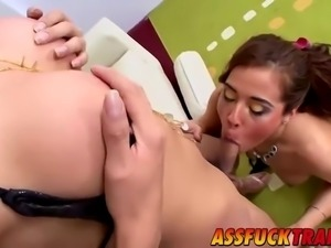 hot chechi and paula are two horny trannies with sexy body